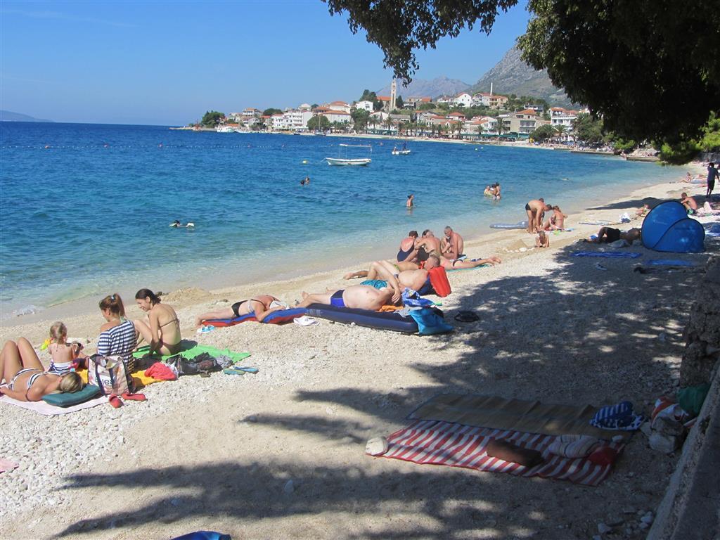 Cesta na nejbližší pláž je dlouhá přibližně 4 metrů.
