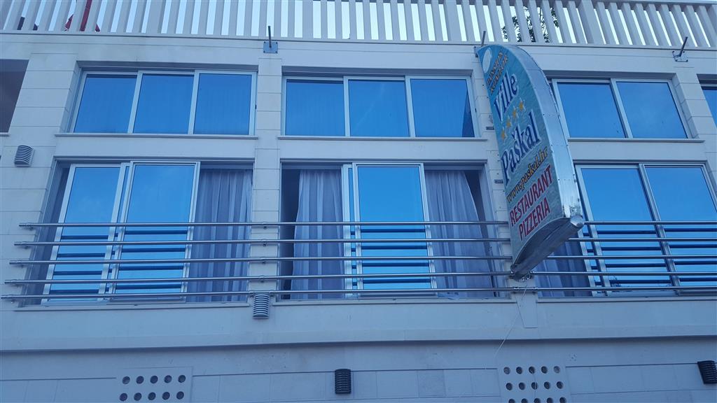 Nově vybudované pokoje vily A1 mají francouzské okno s přímým výhledem na moře