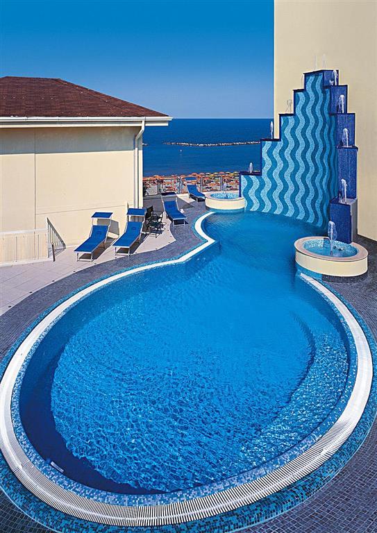 bazén u hotelu Glamour