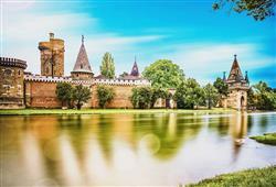 Kouzelný zámek Laxenburg, čokoládovna a plavba po podzemním jezeře0