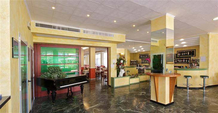Hotel se nachází jen 50 metrů od pláže.