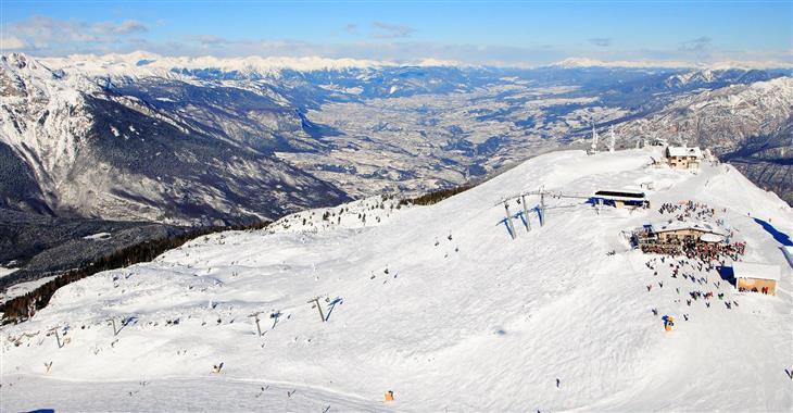 Lyžovat budete v nadmořské výšce 1028–2125 m. n. m.