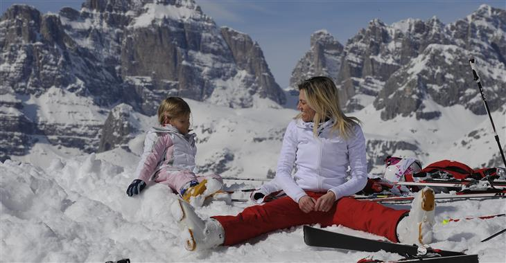 Areál nabízí 4 zábavní parky na sněhu a další doprovodný program pro děti