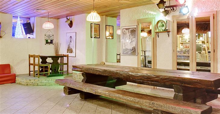 Hotel postavený v tradičním alpském stylu