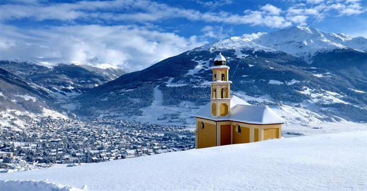 Ubytování v hotelech kategorie 3* do 10 km od centra malebného městečka Bormio do 200 m od zastávky skibusu