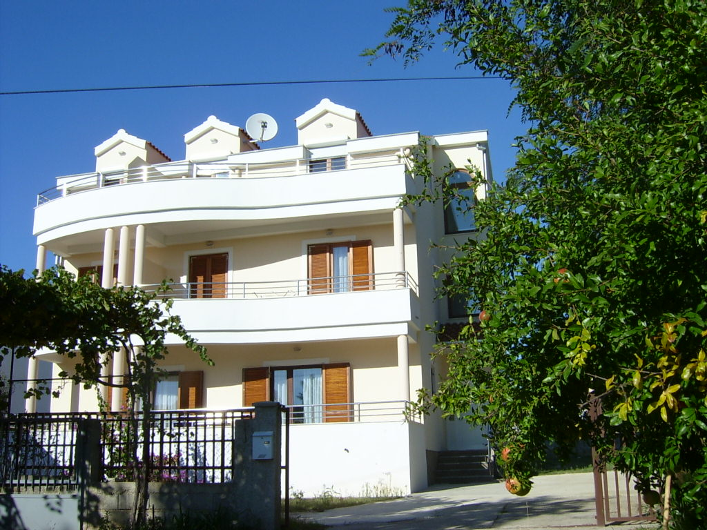 Villa Dada***