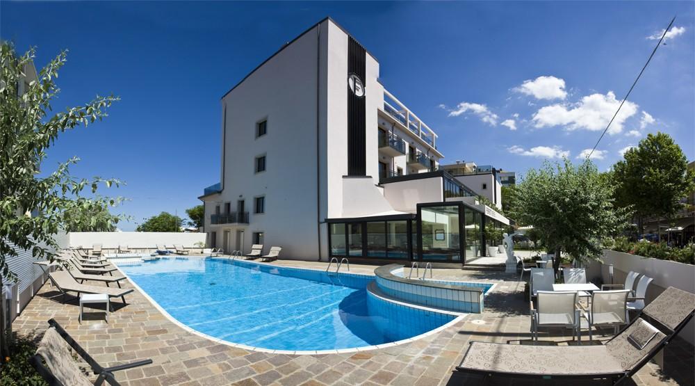 Hotel Ferretti Beach****