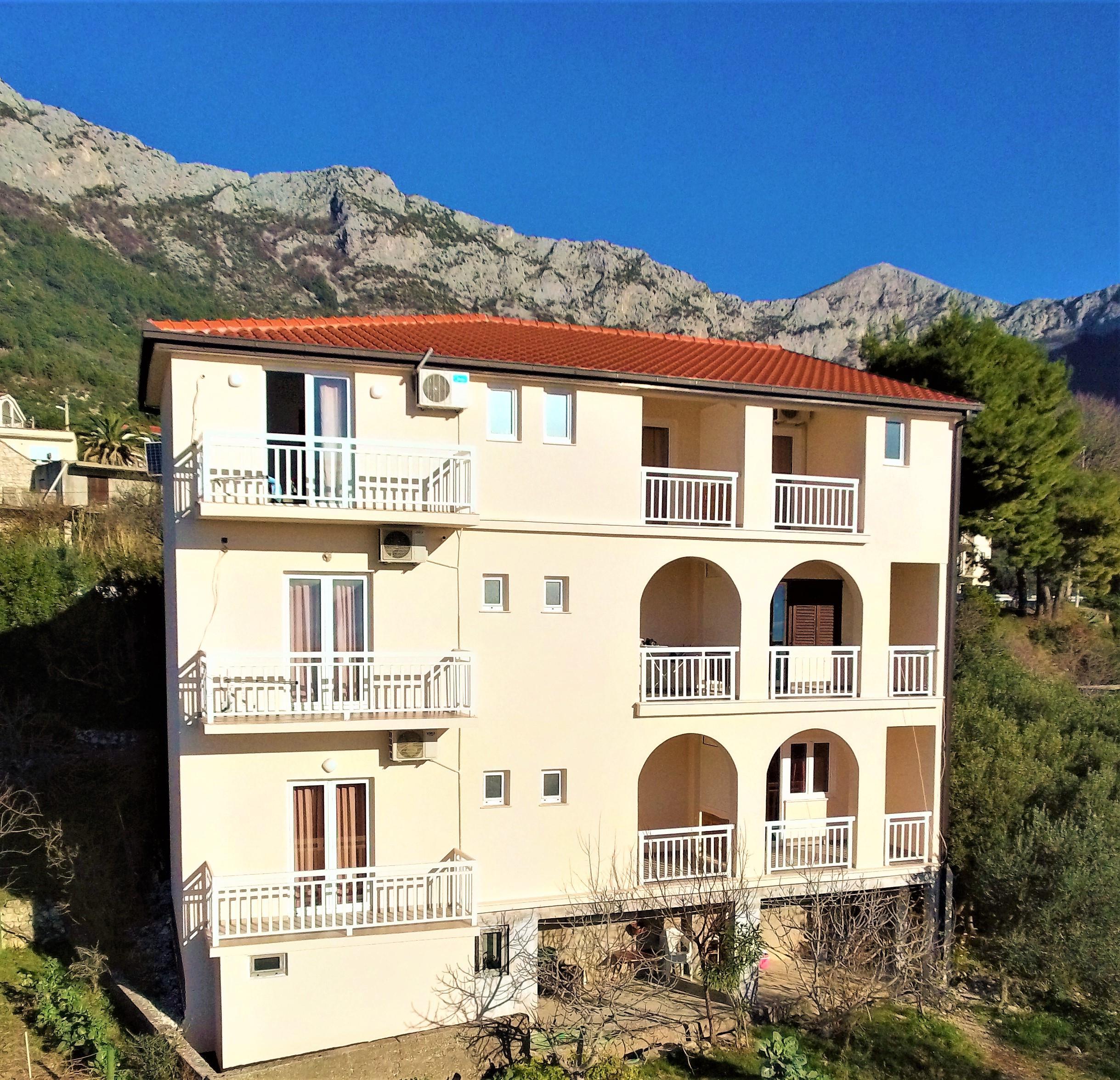 Villa Tina - apartmány s vlastným stravovaním***