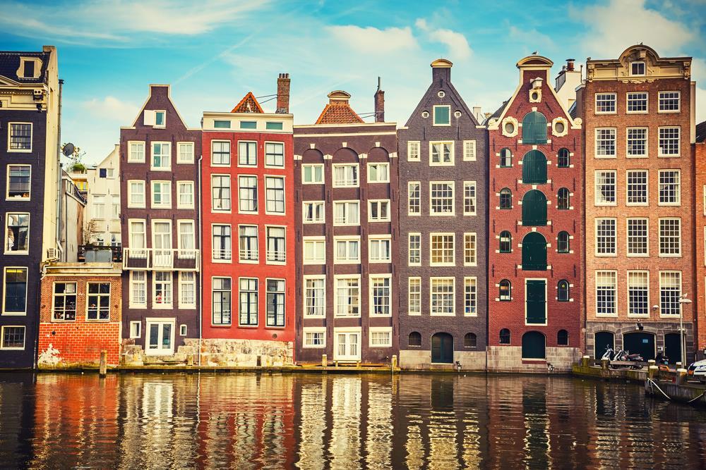 V Amsterdamu je více kanálů než v Benátkách a více mostů než v Paříži