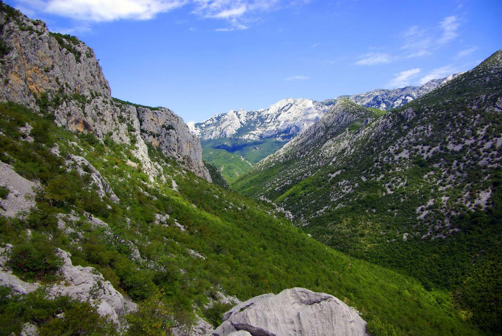 V národním parku se nachází dva kaňony – Malá a Velká Paklenica.