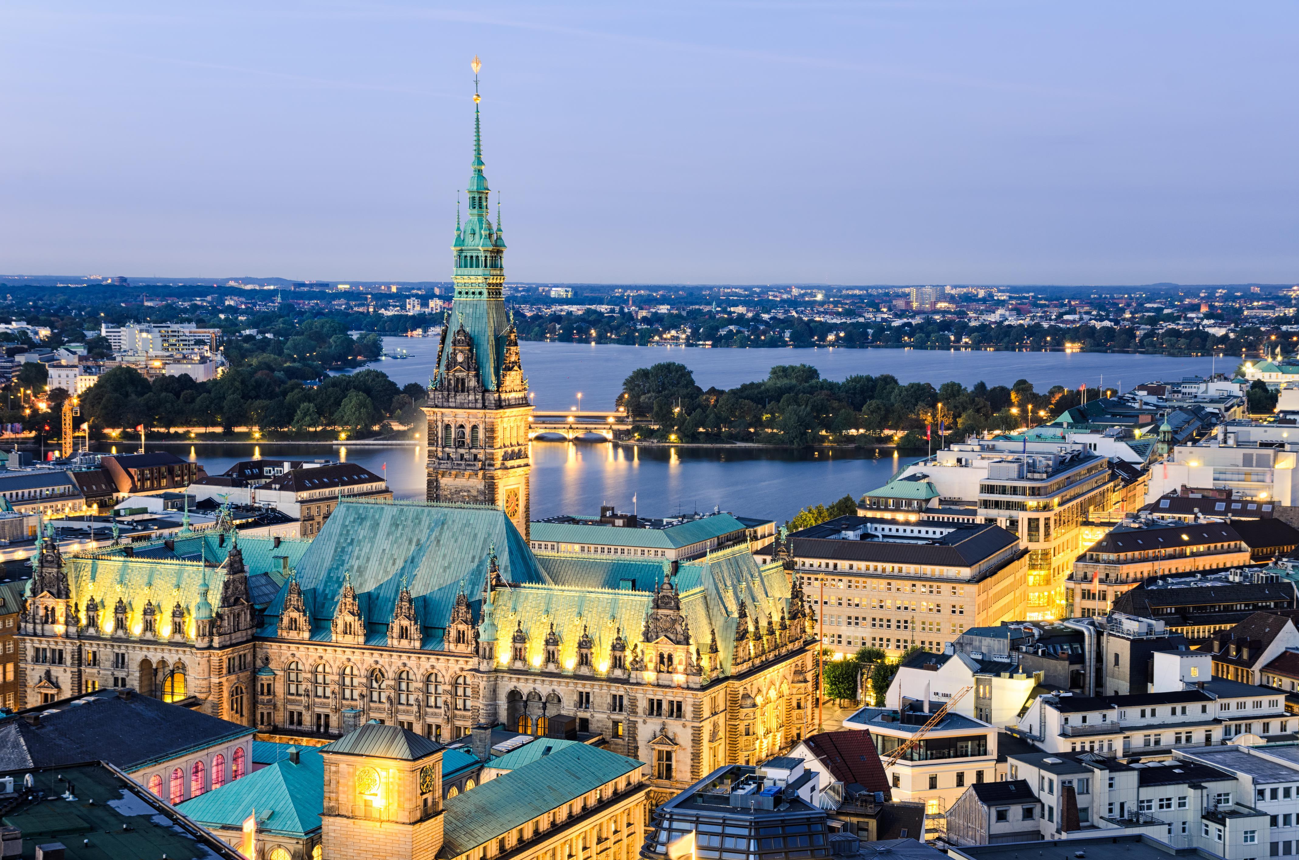 Hamburk je druhé největší město Německa, jeho největší přístav a jedna ze tří městských spolkových zemí Německa
