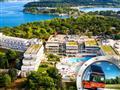 1. Zkrácená dovolená na Istrii v hotelu Delfin s bazénem a dopravou v ceně**
