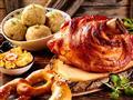 Bavorská kuchyně je něco, co musíte vyzkoušet. Je to hlavně maso, knedlíky, preclíky a samozřejmě pivo