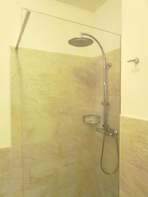 Hotel má krásné, nově rekonstruované prostorné koupelny