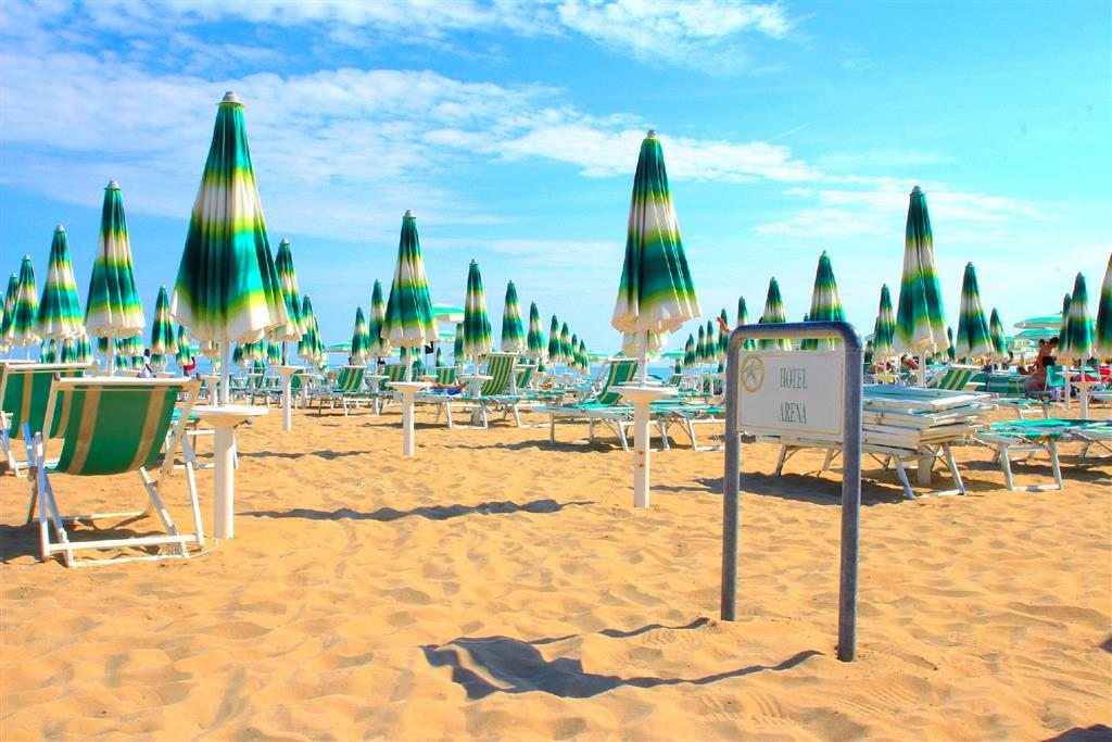pláž přímo hotelu Arena