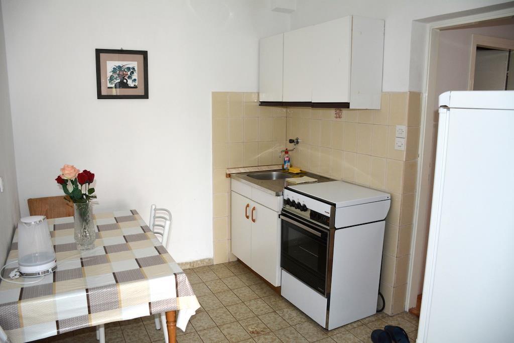 Pokoje mají společnou kuchyňku na kryté terase.