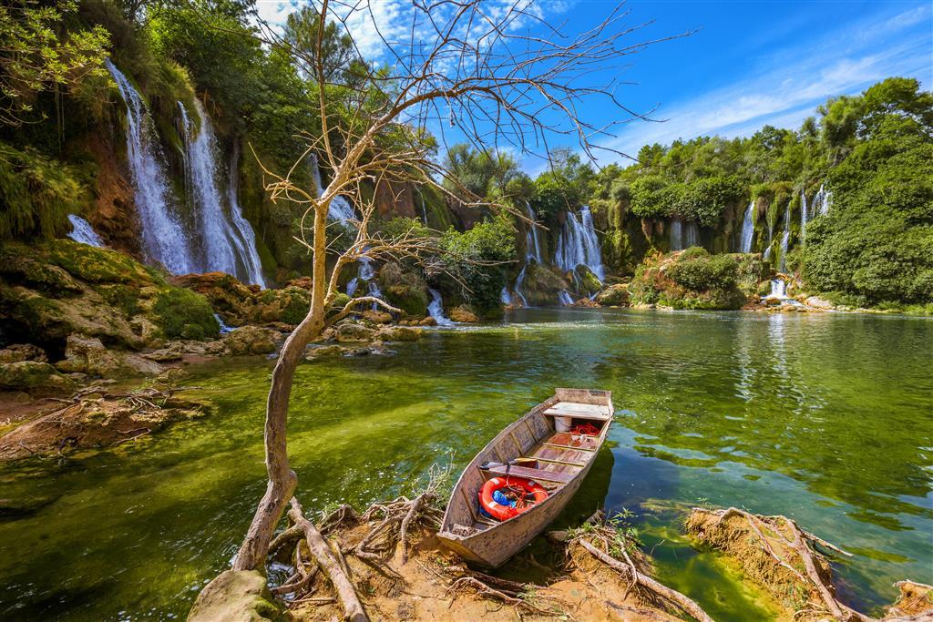 Vodopády Kravica - projíždka lodí