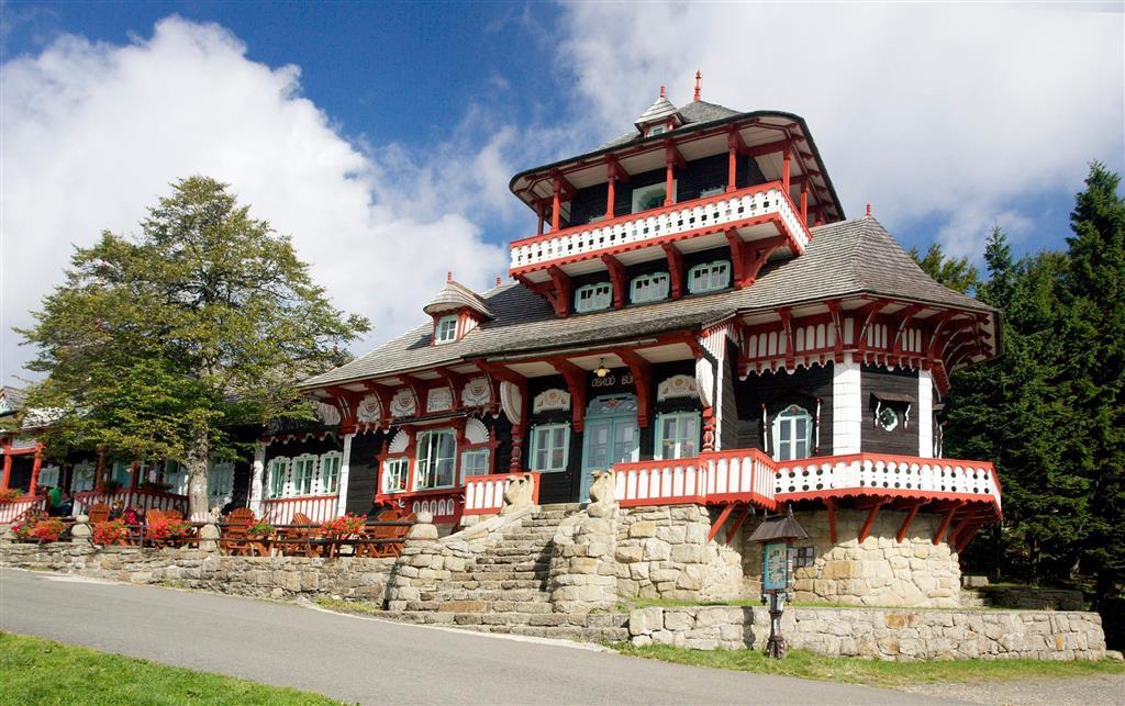 Na Pustevnách si prohlédneme malebnou turistickou chatu Maměnka i požárem zničený Libušín z dílny slavného architekta Dušana Jurkoviče