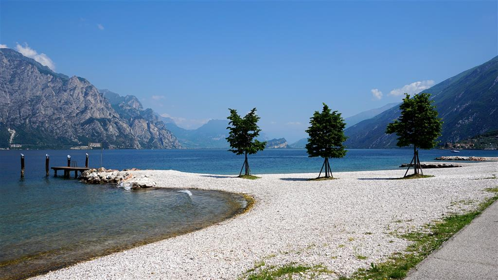 Na březích Lago di Garda je řada pláží i skrytých plážiček