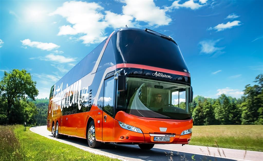 Po trase zájezdu vás bude doprovázet jeden z moderních autobusů společnosti Autokarem.cz