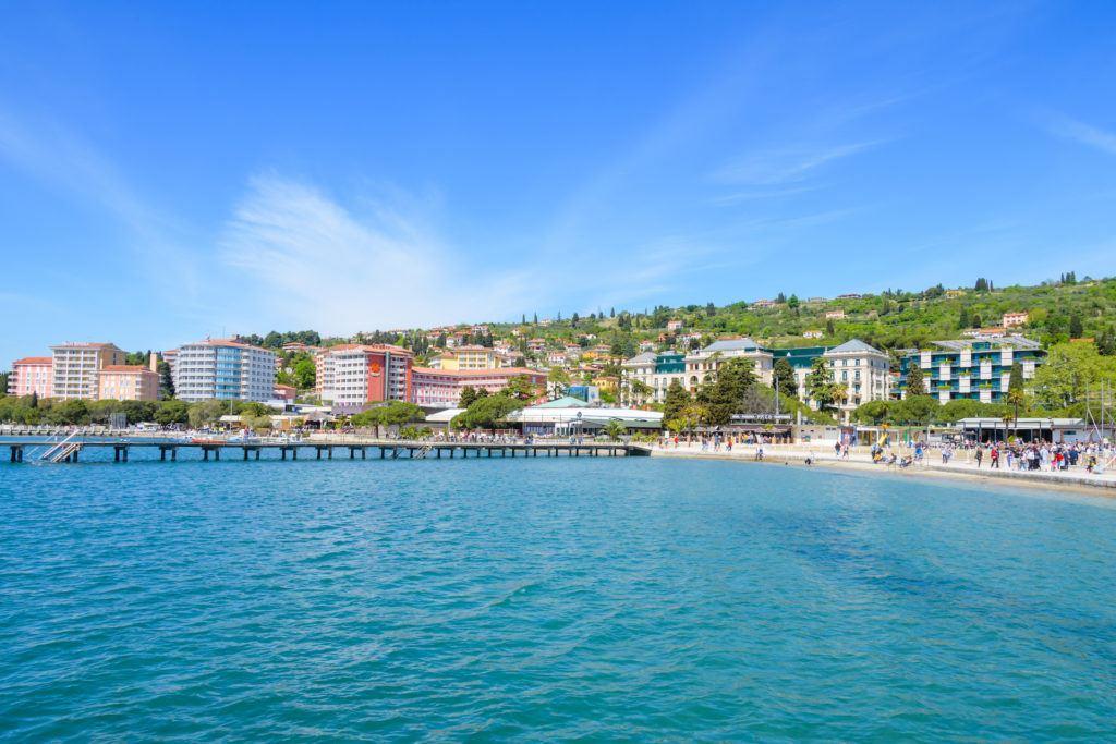 Portorož znamená v překladu přístav růží.