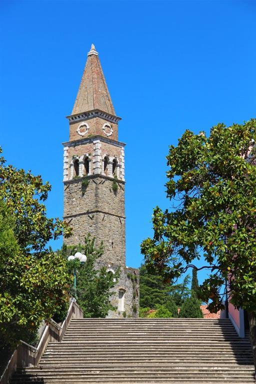Z věže kostela sv. Bernardina se vám naskytnou krásné rozhledy na město.