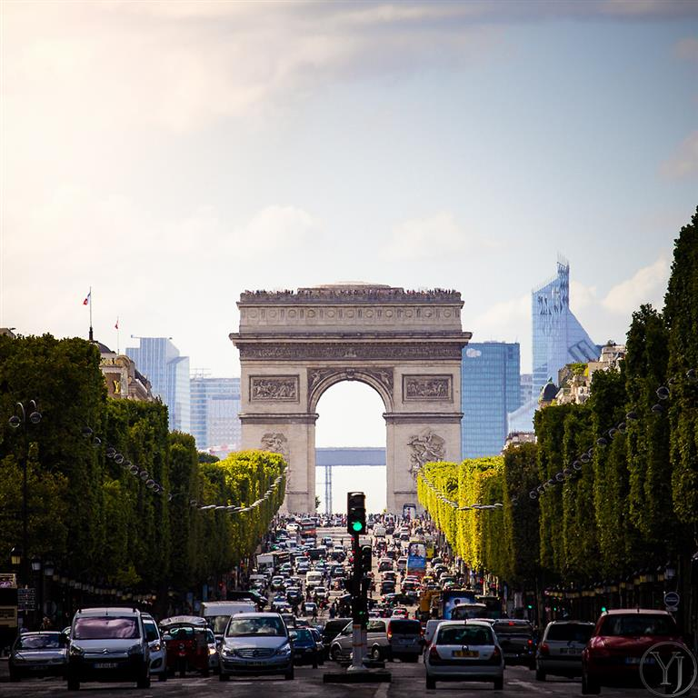 Vítězný oblouk v Paříži bude jedno z míst které v rámci cesty po Paříži navštívíte
