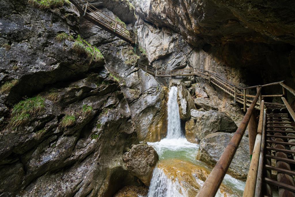 Jedná se vlastně o skalnatou rokli, kterou protéká říčka Mixnitz
