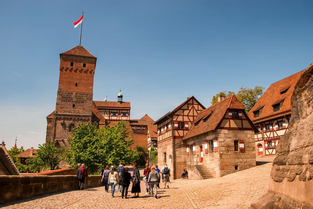 Pokud dává někdo přednost poznávání města, může se vydat třeba na hrad Kaiserburg