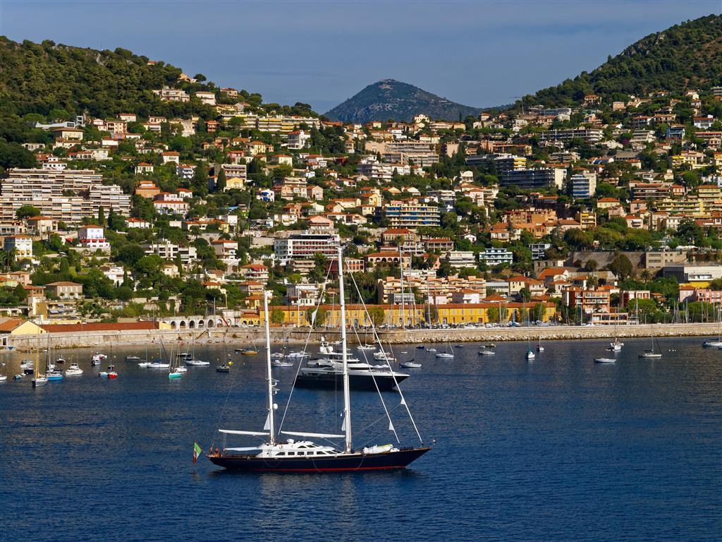 Azurové pobřeží každoročně láká i tisíce Francouzů, kteří oblast navštěvují hlavně v srpnu