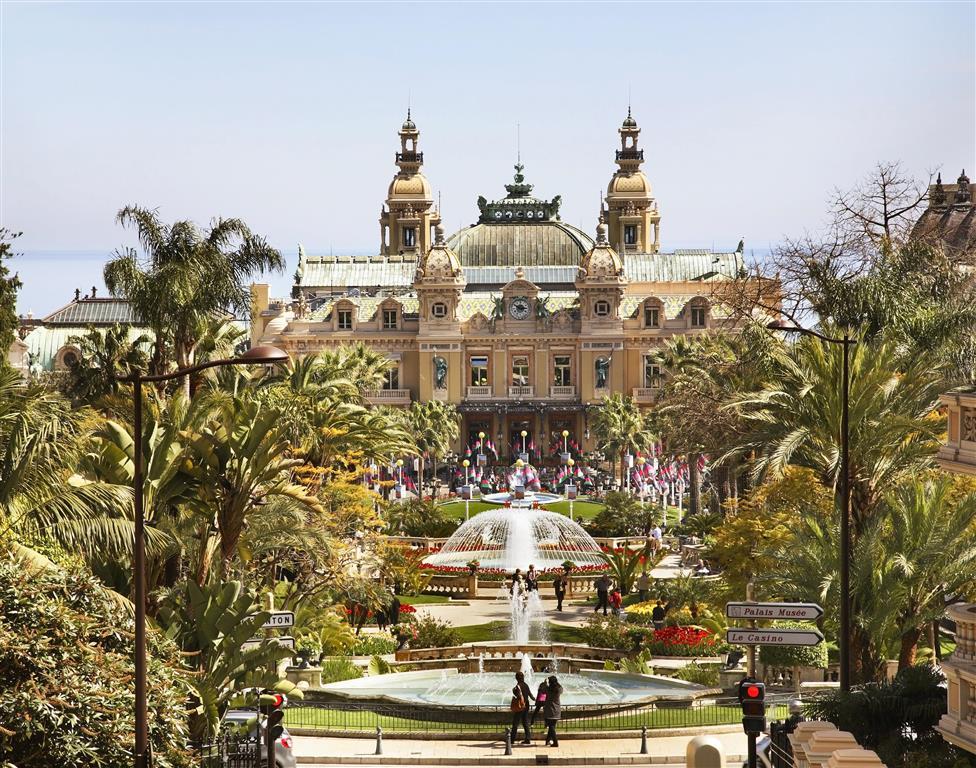 Kasino ve čtvrti Monte Carlo vzniklo jako východisko z nouze, kdy knížectví ztratilo 95 % území a většinu zdrojů svých příjmů
