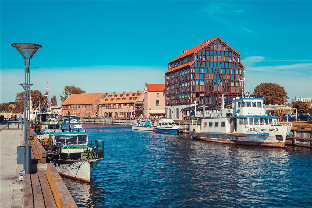 V Tallinu potkáte historii, modernu i důležitý přístav. Několikrát denně odtud odplouvají lodě do Helsinek
