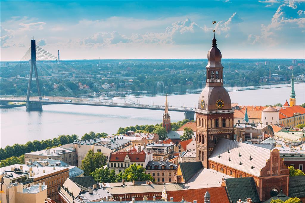 Na Katedrálním náměstí v Rize najdeme místní katedrálu, jejíž stavbu započal již zakladatel Rigy