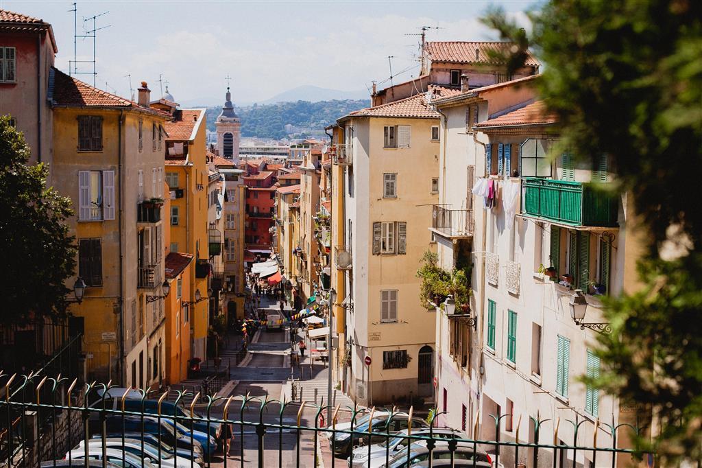 V Nice vystoupáme na Hradní návrší, na kterém ale žádný hrad nenajdete. Dnes je tu park, z jehož vrcholku je krásný výhled
