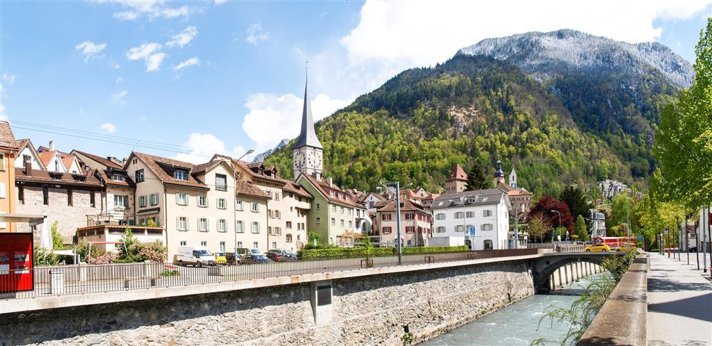 Město Chur leží v hlubokém údolí Rýna, je křižovatkou cest a má krásné Staré město