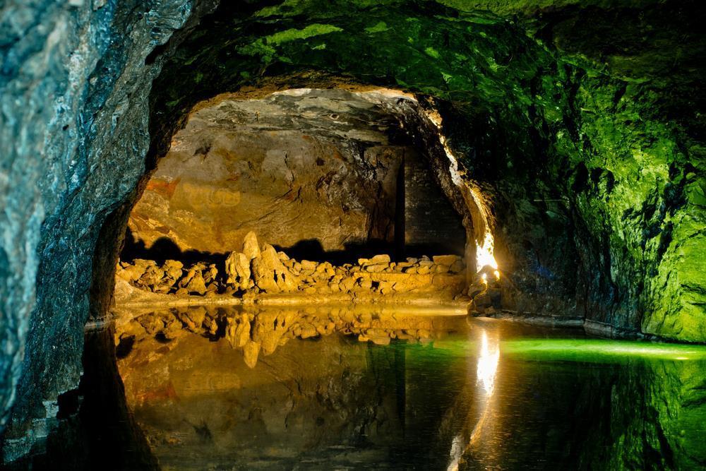 Odpoledne navštívíme bývalý sádrovcový důl Seegrotte, ve kterém se během 2. světové války vyráběly proudové stíhačky