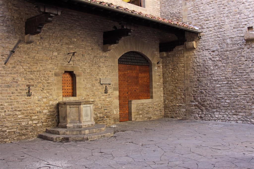Florencie je rodištěm a působištěm Dante Alighieriho. Jeho dům vám ukáže, jak vypadalo město ve středověku