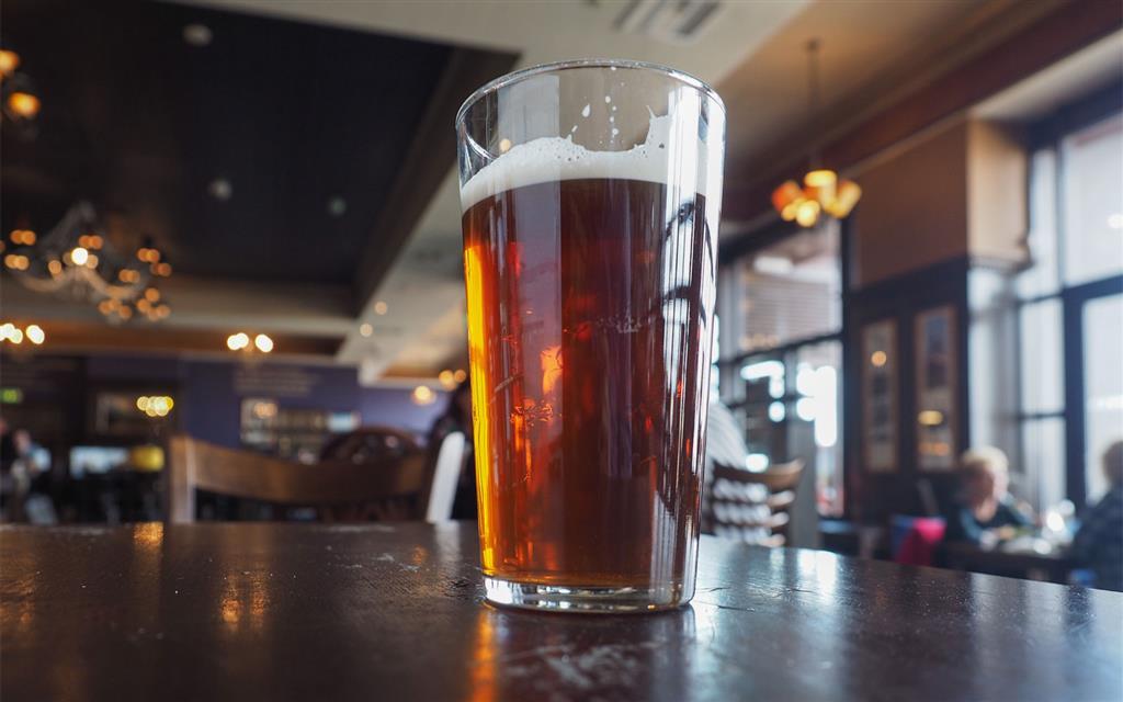 """K poznávání místní kultury patří i návštěva typického anglického """"pubu"""". Ty jsou výrazně značené a nabízí velkou nabídku piv"""