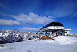 Hotel Piancastello - 5denní lyžařský balíček se skipasem a dopravou v ceně***32