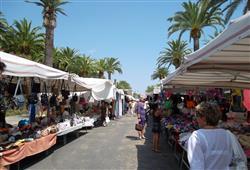 celoroční trhy (úterý a pátek), centrum S. Benedetta vzdálené cca 10 min. jízdy místním autobusem