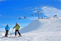 Hotel Girasole - 5denní lyžařský balíček se skipasem a dopravou v ceně - prosincové termíny***30