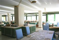 Hotel Urri - 5denní lyžařský balíček se skipasem a dopravou v ceně***36