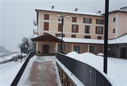 Hotel Casa Alpina (CASA DEL FERIE PAVONIANI) - 5denní lyžařský balíček se skipasem a dopravou v ceně***1