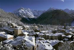 V malebném historickém centru Ponte di Legna najdete vše co je k relaxaci po lyžování třeba