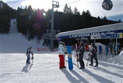 Do parku se vyvezete 8-místnou kabinovou lanovkou Andalo-Doss Pelà