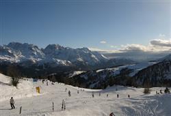 Hotel Marilleva 1400 - 5denní lyžařský balíček se skipasem a dopravou v ceně****17