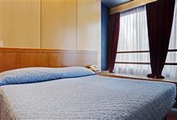 Hotel Marilleva 1400 - 5denní lyžařský balíček se skipasem a dopravou v ceně****5
