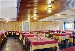 Hotel Marilleva 1400 - 5denní lyžařský balíček se skipasem a dopravou v ceně****8