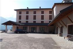 Hotel Casa Alpina (CASA DEL FERIE PAVONIANI) - 5denní lyžařský balíček se skipasem a dopravou v ceně***2