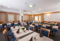 Hotel Jezero - 7/8-dniowy zimowy pobyt z skipassem w cenie****5